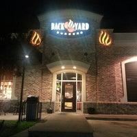 Foto tomada en Backyard Burgers por Cederick S. el 10/19/2013