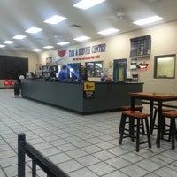 9/12/2013 tarihinde Cederick S.ziyaretçi tarafından Gateway Tire'de çekilen fotoğraf