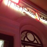 Foto tirada no(a) The House Café por 🎭Kenan P. em 3/22/2013