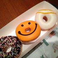 Photo taken at Krispy Kreme Doughnuts by 夕張 め. on 10/20/2013