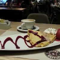 11/17/2013 tarihinde Moni V.ziyaretçi tarafından Crepes & Waffles'de çekilen fotoğraf