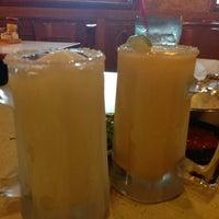 Foto tomada en La Parrilla Mexican Restaurant por Jonathan R. el 7/14/2013