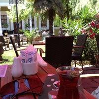 6/23/2013 tarihinde Fatih B.ziyaretçi tarafından Mimarlar Odası Bahçe Cafe & Restaurant'de çekilen fotoğraf