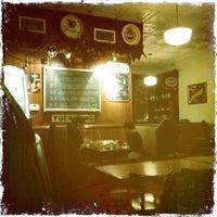 Foto tomada en Mugs Ale House por Brian W. el 12/25/2012