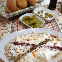 Photo taken at Öz Kafeterya Kayseri Mantıcısı by Gizem B. on 5/22/2013