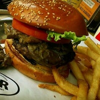 Foto scattata a BGR - The Burger Joint da Alaa S. il 9/20/2012