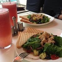5/9/2013 tarihinde Yevgeniy P.ziyaretçi tarafından Coffeedelia'de çekilen fotoğraf