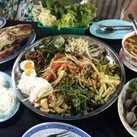 Photo taken at หลังรามเมี่ยงปลาเผา by Aerngaey L. on 3/23/2016
