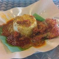 Photo taken at 33 Food Court Bukit Bintang (Medan Selera) by Aidil A. on 5/4/2013