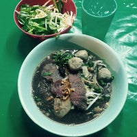 Photo taken at ก๋วยเตี๋ยวนำชัย ตลาดต้นพยอม by Jene N. on 9/12/2015