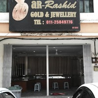 Photo taken at Ar - Rashid Gold & Jewellery Enterprise by Firdaus R. on 8/15/2013