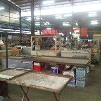 Foto tirada no(a) Pasar Kenanga por Simon's P. em 3/12/2013
