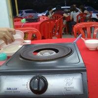 Photo taken at Restaurant Jin Zhou (Steamboat) by Jaeden T. on 3/30/2013