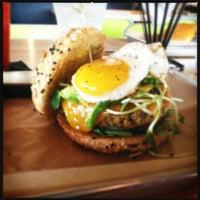 Снимок сделан в Hopdoddy Burger Bar пользователем Amanda W. 4/20/2013