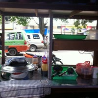 Photo taken at Bakso Tahu Pontianak by SQuare M. on 2/19/2013