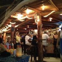 Foto tomada en Fah Restaurant Bar por Julian Patricio D. el 4/7/2013