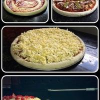 Foto tomada en Mama's Pizza por Mama's Pizza el 7/10/2013