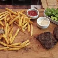 Foto tirada no(a) Steak House & Cadde Cafe por Nagehan U. em 1/24/2014