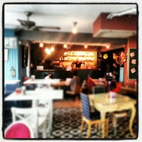 Foto tirada no(a) Susam Cafe por Bulent A. em 10/28/2012
