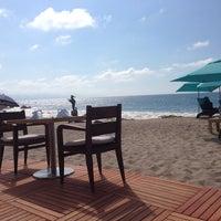 Foto tomada en Mantamar Beach Club por Mindy K. el 3/1/2014