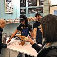 5/13/2018 tarihinde Troy B.ziyaretçi tarafından Van Leeuwen Artisan Ice Cream'de çekilen fotoğraf