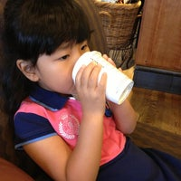 Photo taken at Starbucks by Yuna H. on 8/12/2013