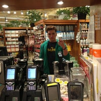Photo prise au Whole Foods Market par Alvan D. le4/14/2013