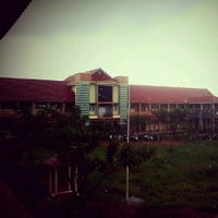 Photo taken at SMA Negeri 21 Makassar by Kevin T. on 2/22/2013