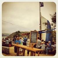 Foto tirada no(a) Hog Island Oyster Farm por Tom E. em 7/15/2013