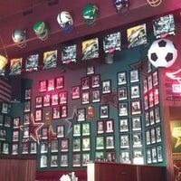 Das Foto wurde bei Yours Sports Bar von Marco M. am 6/22/2013 aufgenommen