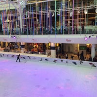Photo taken at Westfield Ice Rink by No Ni Na on 12/18/2016