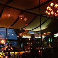 Das Foto wurde bei Taj Bar von Flávia C. am 2/21/2013 aufgenommen