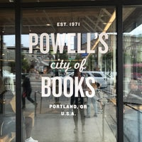 Foto tomada en Powell's Books Rose Room  por Morgan A. el 6/9/2018