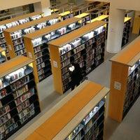 1/19/2013 tarihinde Rose N.ziyaretçi tarafından San Francisco Public Library'de çekilen fotoğraf