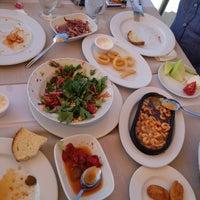 6/1/2013 tarihinde Sinem H.ziyaretçi tarafından Kamelya Restaurant'de çekilen fotoğraf