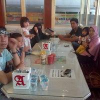 Photo taken at Food Courts Mall Pekanbaru by Ujang D. on 3/18/2013