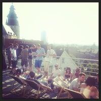 Photo prise au Play Label Rooftop par Dionysis K. le7/7/2013