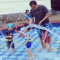 Photo taken at Swimming pool - Mercure Hotel by Fildasari Hasib on 10/27/2014