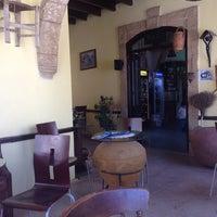 Das Foto wurde bei bellapais spots bar von BurÇak D. am 6/21/2014 aufgenommen