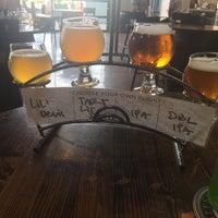 Foto tirada no(a) AleSmith Brewing Company por Alisha V. em 7/7/2017