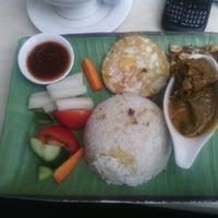 Photo taken at Taste of Malaya by Haris K. on 4/7/2014