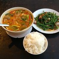 Foto diambil di ร้านอาหารเยาวราช oleh Zoom S. pada 2/20/2013