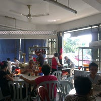 Photo taken at Melaka Chia Yean Famous Duck Mee by Maverick Y. on 3/19/2013