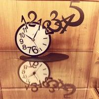 Foto tomada en Wine O'clock por Maggie W. el 11/21/2013