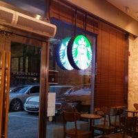 Photo taken at Starbucks by Seok Ethan K. on 6/26/2014
