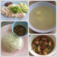 Photo taken at สรณ์ข้าวมันไก่ by OomOom อ. on 8/30/2014