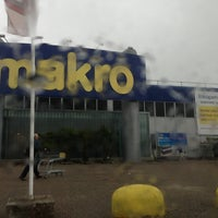 Photo taken at Makro by Han A. on 5/29/2013