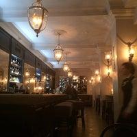 Снимок сделан в Café de Paris пользователем Nina 10/31/2013