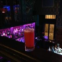 Foto tomada en Collage Art & Cocktails Social Club por Peter S. el 2/17/2013
