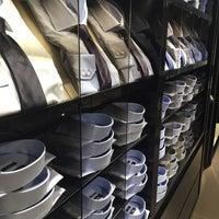 รูปภาพถ่ายที่ Boss / Hugo Boss Store โดย Evgeniy S. เมื่อ 8/22/2015